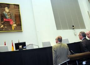 El cuadro del Rey Juan Carlos I se despide del salón de plenos del Palacio de Cibeles