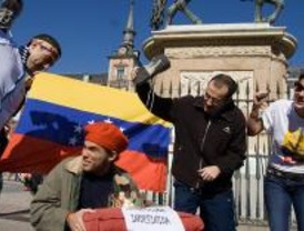 Opositores a Chávez escenifican un