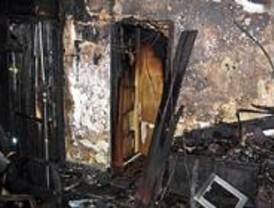 Cinco intoxicados por humo en un incendio en Villaverde