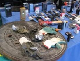 Detenidos por robar en tiendas con tapas de alcantarilla