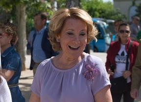 Esperanza Aguirre llegando al ncuentro con interventores y apoderados del PP en el inicio de campaña para la alcaldía de la ciudad de Madrid.