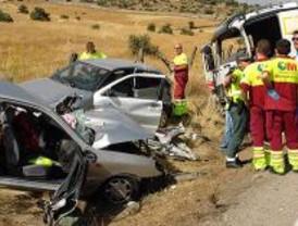 Dos muertos al colisionar un turismo y un camión en la M-214 a la altura de Coslada