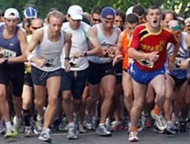 Más de un millar de deportistas participa en la carrera '10 kilómetros de Orgullo'