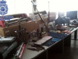 Desmantelan dos talleres en los que se 'maquillaban' coches de lujo robados