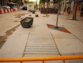 Una acera bici de granito para la calle de Serrano