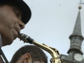 Los músicos callejeros se unen para sobrevivir