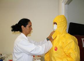 El equipo del hospital Carlos III se prepara para atender al religioso con ébola Manuel García Viejo