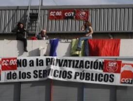 Recogen firmas contra privatizar polideportivos mientras sigue el encierro en Chamartín