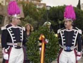 Botella preside la ofrenda floral a Colón