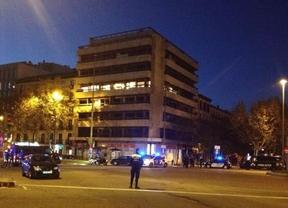 Un hombre empotra su coche con dos bombonas y una sustancia inflamable contra la sede del PP