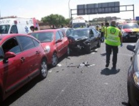 Dos heridos en un accidente múltiple con seis coches en la M-40
