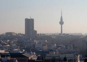 Cielo con contaminación por dióxido de nitrógeno (NO2) en Madrid.