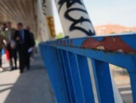 Lissavetzky denuncia el deterioro de las pasarelas peotonales de Vallecas