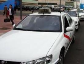 Los taxistas tachan de ridículas las ayudas municipales para mamparas