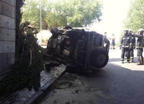 Dos heridos graves tras caer su vehículo por un puente