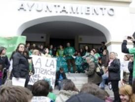 Padres de alumnos protestan en Alcobendas y 'Sanse' contra los ajustes en educación