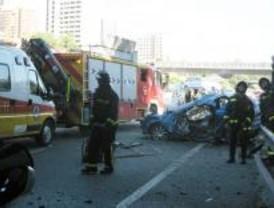 Muere un conductor al caer desde una altura de 8 metros