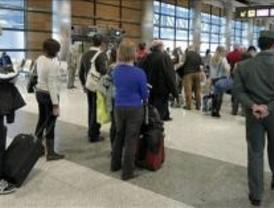Barajas registra retrasos de hasta 60 minutos por la ausencia de controladores