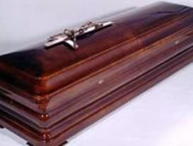Multa para una funeraria que se aprovechó de una clienta