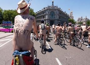 Desnudos ante el tráfico contra la contaminación