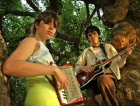 Dënver, la banda chilena retenida en Barajas, ya está en España