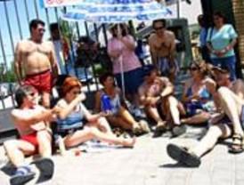 Carabanchel y Aluche denuncian que la piscina de verano sigue inutilizada