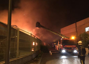 Incendio en una nave con material textil en San Fernando de Henares