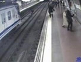 El hombre rescatado por un policía en Metro estaba bajo efectos de la droga