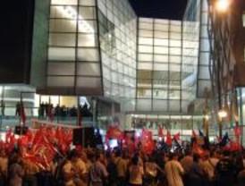 Las protestas antiprivatización y el arte de Nacho Cano inauguran de los Teatros del Canal