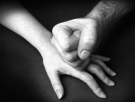 Detenido por golpear a su mujer durante una celebración familiar en Arroyomolinos