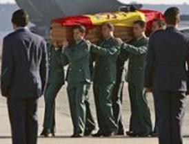 Llegan a Madrid los restos del agente asesinado por ETA