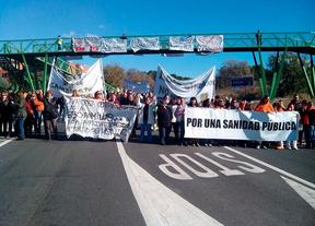 Trabajadores  de sanidad se concentran en defensa de sus puestos de trabajo en Lavanderias Centrales de Mejorada
