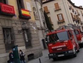 Un incendio en un bloque de pisos de Torrejón obliga a desalojar a 40 familias