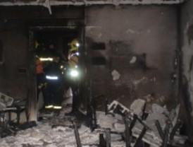 Intoxicado un matrimonio de ancianos tras incendiarse el salón de su casa en Villaverde