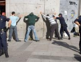 La Policía disuelve una manifestación de antifascistas en Sol