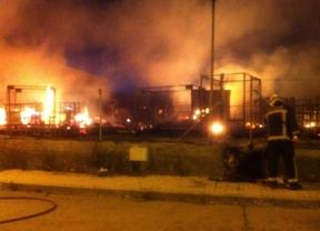 Arden seis camiones en un polígono industrial de Loeches