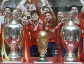 El trofeo de la Eurocopa, en la Real Casa de Correos