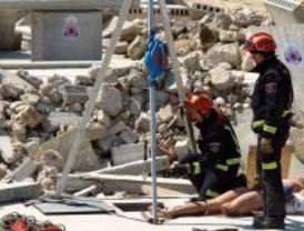 Los bomberos aprenden a realizar rescates en edificios derrumbados