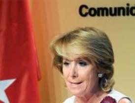 Aguirre vuelve de vacaciones exigiendo a Zapatero que deje de acosar al PP