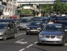 Un accidente complica el tráfico en la M-50