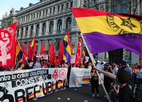 Convocan manifestaciones por la república y varios partidos piden un referéndum