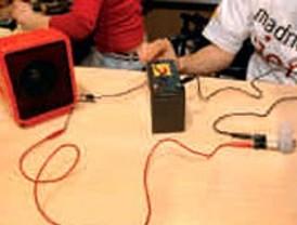 Un micrófono casero con lápices