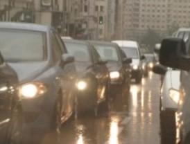 La lluvia complica los accesos a Madrid