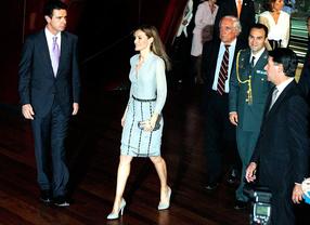 La princesa Letizia entrega los premios nacionales de la moda
