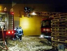 Cinco heridos leves en un incendio en el polígono industrial de Tres Cantos