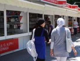 Las ventas suben en la Feria del Libro, que este domingo cerrará sus puertas