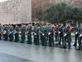 La Guardia Civil protagoniza el izado de la bandera en Colón