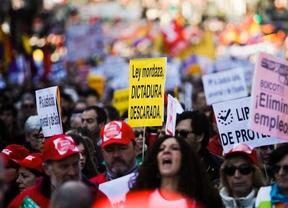 Manifestación de aniversario de las mareas ciudadanas en la que han participado cerca de 5000 personas por las calles del centro de Madrid.