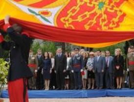Manifestación de los valores democráticos en el homenaje a la Bandera