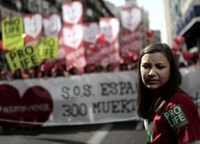 Los 'provida' exigen a Rajoy que cumpla su programa electoral y derogue el aborto